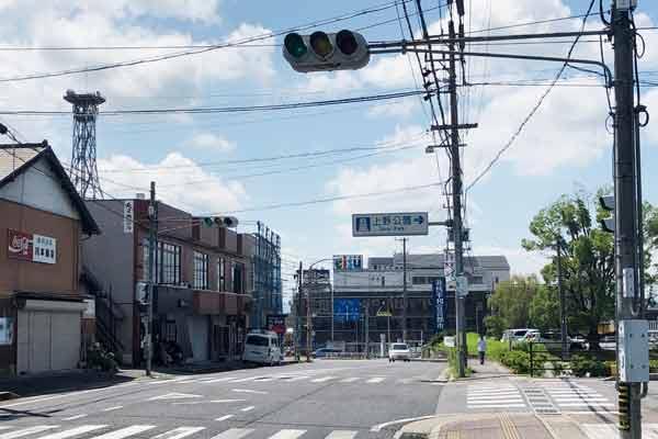 上野公園へ向かう交差点