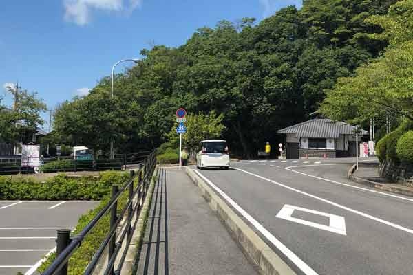 上野公園駐車場へ向かう道