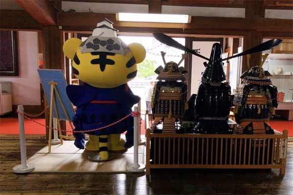 伊賀上野城のたいがーくんの後ろ姿