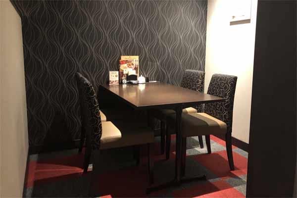 港屋珈琲伊賀店のテーブル席
