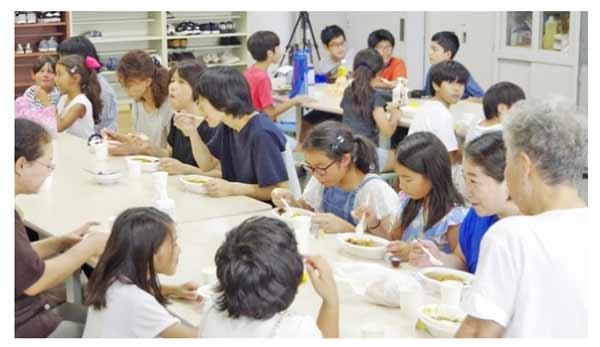 伊賀の地域食堂おためし会の様子