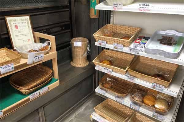モモの手づくりパン工房店内