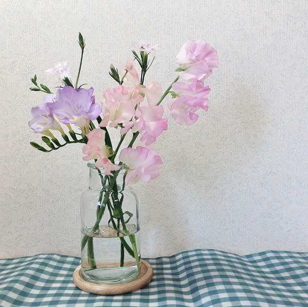 ブルーミーライフの花と100円ショップの花瓶