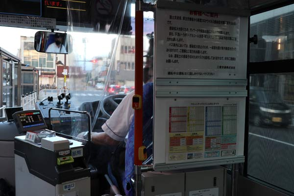 伊賀市のバスにんまるの車内