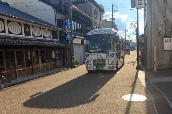 伊賀市のバスにんまるの外観